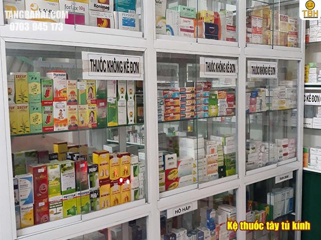 Kệ bán thuốc tây tủ kính