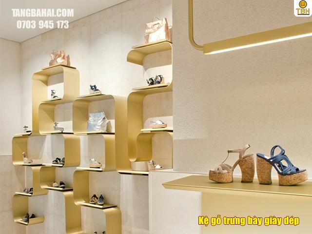 Kệ gỗ trưng bày giày dép