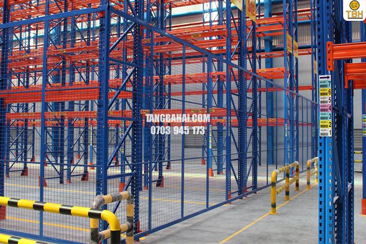 Địa chỉ bán kệ sắt để Pallet tại TPHCM