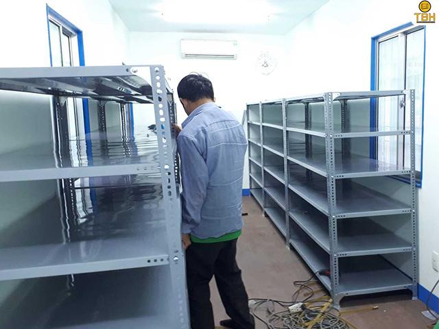 Chọn mua kệ sắt v lỗ tại Bình Chánh phù hợp với nhu cầu sử dụng