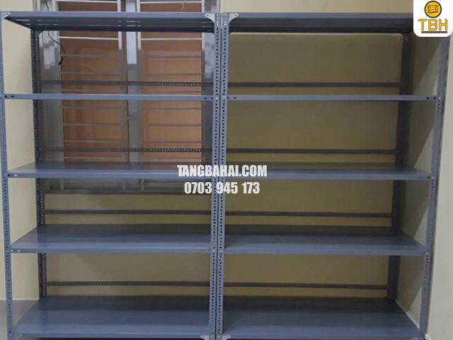 ưu điểm của kệ sắt v lỗ mới so với kệ sắt v lỗ thanh lý