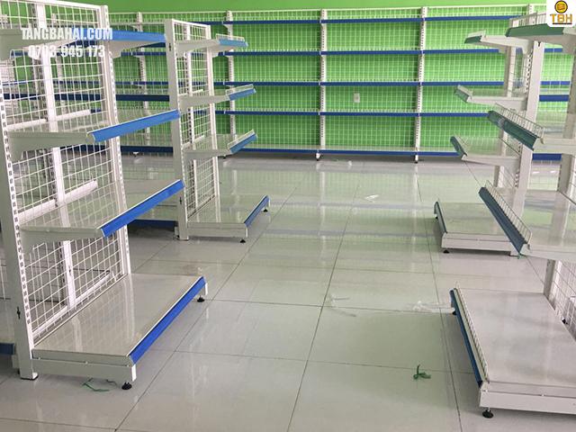 lắp đặt kệ siêu thị theo quy trình từng bước